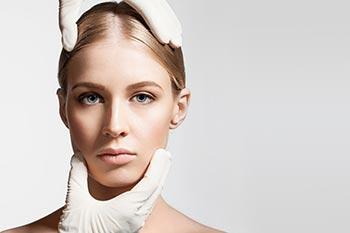 Unterspritzung der Stirnfalten mit Hyaluronsäure
